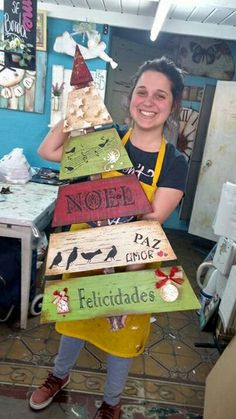 Best Indoor Garden Ideas for 2020 - Modern Pallet Wood Christmas Tree, Christmas Signs Wood, Diy Christmas Tree, Homemade Christmas, Rustic Christmas, Christmas Tree Decorations, Christmas Time, Christmas Ornaments, Christmas Arts And Crafts