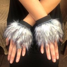 fur costume hands for the wolves Werewolf Costume Diy, Hallowen Costume, Halloween Fun, Couple Halloween, Diy Lion Costume, Costume Ideas, Viking Halloween Costume, Squirrel Costume, Fox Costume