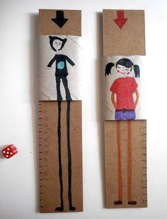 Juego con cartón Hemos hecho una hendidura en un trozo de cartón con un ancho suficiente para introducir un rollo de papel higiénico pleg...