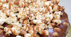 Solony karmel, orzeszki ziemne, popcorn... Same dobre rzeczy, wszystko w jednym miejscu. Potrzebowałam tylko dobrego przepisu na cias...