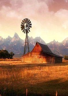 Beautiful old Barn with a windmill Farm Barn, Old Farm, Country Barns, Country Life, Country Roads, Country Living, Old Windmills, Barn Pictures, Fotografia Macro