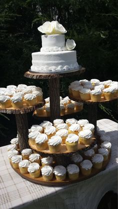 Rustic cake stand for wedding cupcake log tree by diy . rustic cake stand for wedding Rustic Cupcake Stands, Rustic Cupcakes, Cupcake Stand Wedding, Cake And Cupcake Stand, Wedding Cake Stands, Wedding Cake Rustic, Wedding Cakes With Cupcakes, Rustic Cake, Cupcake Cakes