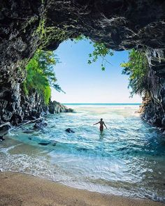 You never cross the ocean unless you have courage to lose sight of the shore... Hawaiian Islands. Tag who you'd explore with!