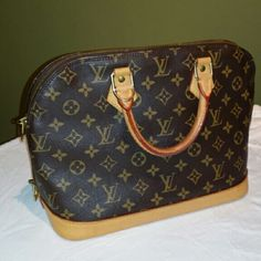 Louis Vuitton Alma PM Authentic Louis Vuitton Alma PM in monogram print. This gorgeous bag has been very gently carried. It has no holes, rips, or tears, just minor wear from normal use. Interior is clean and spotless. Comes from a smoke free/pet free home. Date code is TH0997. Comes with lock and key. 11.5x 9.5x 6.5 Louis Vuitton Bags Satchels