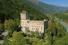 For 70 years now, Bruck Castle on the castle hill above Lienz is the museum of the East Tyrolean city. Tyrol Austria, Museum, Grand Homes, Ghost Towns, Tower Bridge, Monument Valley, Mount Rushmore, Dolores Park, Around The Worlds
