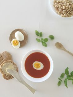 Hjemmelaget tomatsuppe for barn som bare liker pose — FAMILIEMAT Food And Drink, Barn, Poses, Ethnic Recipes, Recipes, Figure Poses, Converted Barn, Barns, Shed
