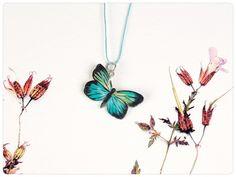 Handbemalter Schmuck - Schmetterling,Kette, Schmetterlingskette, Unikat - ein Designerstück von fraufischersSpielwiese bei DaWanda