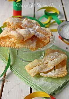 Chiacchiere di carnevale easy recipe to cook without yeast friable dry even in the oven Statusmamma Italian Cookies, Italian Desserts, Italian Recipes, Sweets Recipes, Cookie Recipes, Biscotti Cookies, Beignets, Frappe, Yummy Cakes