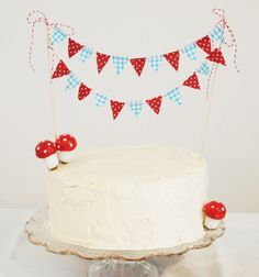 love the bunting! i want to make a cake like this.