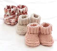 Stricken Baby :Mary Maxim - Free Knit or Crochet Baby Booties Pattern - Free Patterns - Pattern. Crochet Baby Booties, Knit Or Crochet, Crochet For Kids, Crochet Crafts, Crochet Projects, Knitted Baby, Crochet Socks, Crochet Beanie, Baby Bootie Crochet Pattern