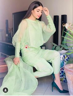 Indian Fashion Modern, Pakistani Fashion Casual, Pakistani Dresses Casual, Indian Fashion Dresses, Dress Indian Style, Pakistani Dress Design, Fashion Outfits, India Fashion, Muslim Fashion