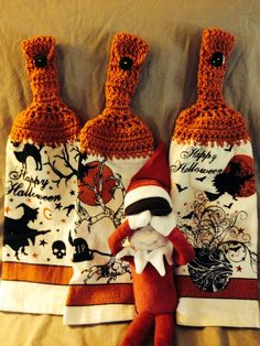 Elfie is scared of the fabulous Hapoy Halloween towels! Witches, skulls, bre pot, black cats and more! Check these out under item # 400490225338 in our ebay store!