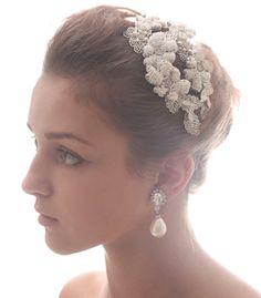 ヴィンテージ風のビーディング加工が施された植物モチーフのヘッドドレス。お花のモチーフの重なりが立体的で可愛い。月型にアールのついた形状がどこに装着するにもとても使いやすいデザインです。   ブライダルジュエリーのtamaraはwww.monsoon-bazaar.com/cittaでどうぞ   #wedding #bridal #headpiece #vintage #swarovski #weddingjewelry #costumejewelry #fascinator  #headdress   #headpiece #bridalaccessory #tamara #citta #studiobarrack   #花嫁 #結婚式 #ウェディングアクセサリー #ヘッドピース  #ウェディング #ブライダル #ブライダルアクセサリー  #ヘッドドレス #ヴィンテージ#コスチュームジュエリー #花冠 #スワロフスキー #ティアラ #スタジオバラック