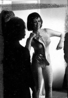 """UFO"" - serie TV - foto dal making of - Fantascienza Italia Lund, Sci Fi Movies, Movie Tv, Ufo Tv Series, Space Tv Series, Space Tv Shows, Luke Hemsworth, Eric Stoltz, Science Fiction Series"