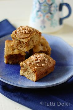 Cookie Butter Toffee Bars (minus the crushed peanuts *allergic*) Speculoos Cookie Butter, Butter Toffee, Butter Pie, Delicious Cookie Recipes, Sweet Recipes, Yummy Food, Easy Sugar Cookies, Yummy Cookies, Bar Cookies