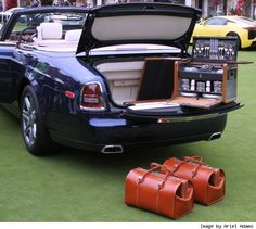 Rolls-Royce Custom Luggage & Picnic Set For $30,000 - In The Flesh