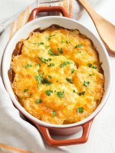 Sweet potato gratin and potatoes , Snacks To Make, Easy Snacks, Easy Meals, Good Healthy Recipes, Veggie Recipes, Cheesy Scalloped Potatoes Recipe, Cheesy Potatoes, Food Inspiration, Good Food