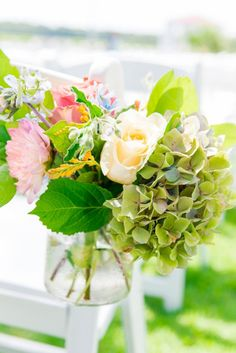 Coral Yellow Blue Summer Wedding Creek Club 0029 by Charleston wedding photographer Dana Cubbage Weddings, Flowers by Charleston Flower Market