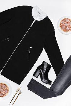 Ob für ein Date oder den Abend beim Italiener mit der besten Freundin: Ein gutes Dinneroutfit ist chiq und sexy zugleich. Mit der Skinny-Jeans und den High-Heels betonst du deine Figur, während die Langjacke und die Longbluse elegante Akzente setzen. Guten Appetit!