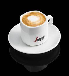 2cl kaakao-, kahvi- tai appelsiinilikööriä 1 annos espressoa 1,5 dl höyrytettyä maitoa ja maitovaahtoa Annostele likööri lämmitettyyn cappuccinokuppiin tai lasiin....