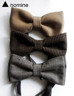 They are three, is small, it is recent, one is gray other brown and last veige, it is of French origin, it is made of cotton, it is a men bow.