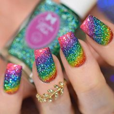 Trendy Options for Ombre Nails For Any Occasion Ombre nails are versatile and fun, so even a novice can pull off an ombre look. In case you do not seek easy ways, we have something for you, too! Gradient Nails, Rainbow Nails, Glitter Nails, Ombre Nail, Glow Nails, Fancy Nails, Pretty Nails, My Nails, Fingernails Painted