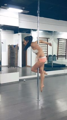 Pole Fitness Moves, Pole Dance Moves, Pole Dancing Fitness, Dance Tips, Dance Choreography, Vinyasa Yoga, Figure Pole Dance, Yoga Yin, Pole Dance Studio