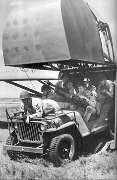 Willys Jeep in a Horsa (planeur))