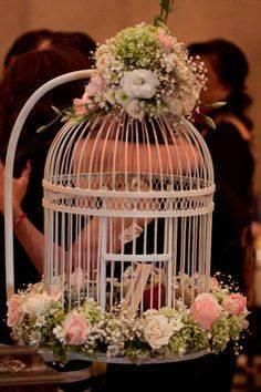 jaulas-vintage-para-bodas2 Bird Cage Centerpiece, Table Centerpieces, Wedding Centerpieces, Wedding Table, Wedding Decorations, Table Decorations, Birdcage Planter, Wedding Lanterns, Deco Floral