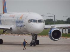 Time to taxi to the gate! Photo taken by pilot Jeffrey Lustick. Allegiant Air, Taxi, Airplanes, Pilot, Aviation, Aircraft, Nice, Vehicles, Planes
