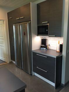 Puustelli kök / keittiö / kitchen by Thomas Berglund Rustic Kitchen, Kitchen Decor, Kitchen Design, Small Apartment Kitchen, Bedroom Color Schemes, White Kitchen Cabinets, Kitchen Stuff, Home Decor, Off White Kitchen Cabinets