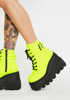 Free, fast shipping on Poisonous Vixen Snake Platform Boots at Dolls Kill, an online boutique for rave fashion. Shop Club Exx rave clothing and bodysuits here. Black Platform Boots, Platform Sneakers, Shoes Sneakers, Buckle Boots, Combat Boots, Cute Shoes, Me Too Shoes, Crazy Shoes, Creeper Boots