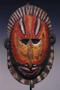 Tumbuan Mask - Papua New Guinea African American Art, African Art, Art Premier, Art Africain, Art Sculpture, Masks Art, Venetian Masks, Soul Art, African Masks