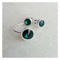 Bom dia com gostinho de novidade: cristal emerald. Disponível nos tamanhos P e G para anéis e brincos disco.  Banho prata ou ouro. Para compras e informações: Instagram Direct Email : contato@copella.com.br WhatsApp ( 31 ) 9706-7323 Facebook : copellaacessorios