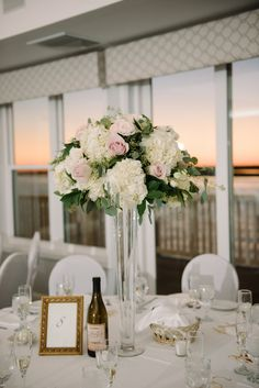 46 best Ideas for wedding flowers hydrangea centerpiece garden roses Head Table Wedding, Wedding Reception Flowers, White Wedding Flowers, Flower Bouquet Wedding, Rose Wedding, Floral Wedding, Trendy Wedding, Flower Bouquets, Purple Wedding