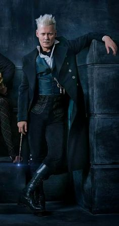 Here is the FIRST LOOK at Johnny Depp's character Gellert Grindelwald in FantasticBeasts sequel, Fantastic Beasts: The Crimes of Grindelwald. ⚡️