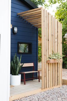 The Little Merc Modern Playhouse Reveal und Sherwins Farbe des Jahres 2020 - Th. The Little Merc Modern Playhouse Reveal und Sherwins Farbe des Jahres 2020 - The Little Merc Modern Playhouse Reveal und Sherwins Farbe des Jahres 2020 - diy Modern Playhouse, Playhouse Interior, Playhouse Outdoor, Garden Playhouse, Interior Garden, Room Interior, Front Yard Garden Design, Patio Design, House Design