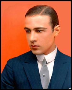 Rudolph VALENTINO Rudolph Valentino, Hollywood Actor, Golden Age Of Hollywood, Vintage Hollywood, Classic Hollywood, Silent Film Stars, Movie Stars, Actrices Hollywood, Dark Photography