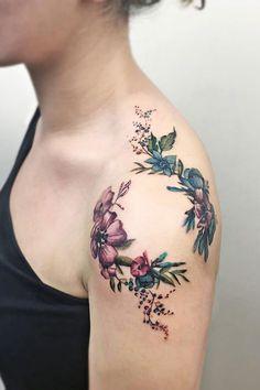 Aquarell Blume Schulter Tattoo für Frauen - 55 Awesome Shoulder Tattoos Watercolor flower shoulder tattoo for women - 55 Awesome Shoulder Tattoos. Tattoo Hals, Arm Tattoo, Body Art Tattoos, New Tattoos, Tribal Tattoos, Small Tattoos, Sleeve Tattoos, Tattoos For Guys, Cool Tattoos