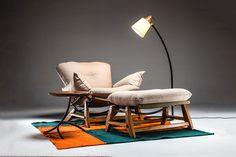 Designer combina modernismo e regionalismo mineiro para criar móveis (Foto: Divulgação) Barcelona Chair, Rocking Chair, Floor Chair, Lounge, Flooring, Design, Cs, Furniture, Home Decor