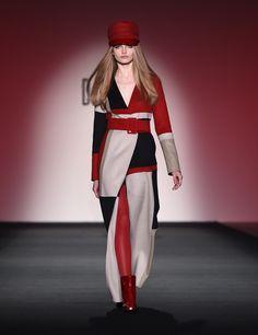 Highlights From London Fashion Week Fall 2015 Fashion Week 2015, All Fashion, Paris Fashion, Winter Fashion, Fashion Looks, Fashion Tips, Fashion Design, Feminine Style, Feminine Fashion