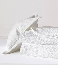 De' Medici by Eastern Accents Sandrine Matelasse Single Reversible Coverlet Color: Ecru, Size: California King Daybed Cover Sets, Daybed Sets, Duvet Covers, White Coverlet, Eastern Accents, Luxury Bedding Collections, Ruffle Bedding, Embroidered Bedding, Linnet