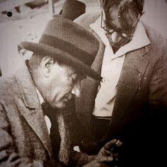 Mustafa Kemal,demek. Ezene karşı Bir başkaldırı demek. Mandacılığı, sömürüyü. Esirliği, ve uşaklığı Kabul etmemek demek...