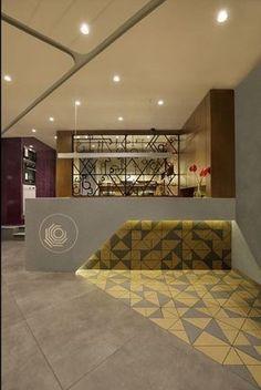 / 30 Unbelievable Reception Desk Ideas For Your Minimalist Office Reception zone Hotel Lobby Design, Reception Desk Design, Reception Seating, Lobby Reception, Office Reception Area, Hotel Reception Desk, Office Interior Design, Office Interiors, Lobby Interior