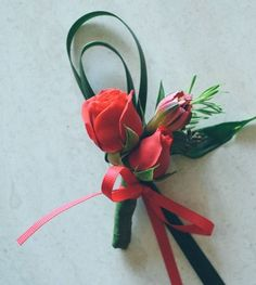 Button hold flower #buttonholeflower #corsage #corsagewedding #hkwedding #wedding #weddingflowers #chinesewedding #redrose #hkflowershow #onlineshop #flowerarrangement @common.ivy