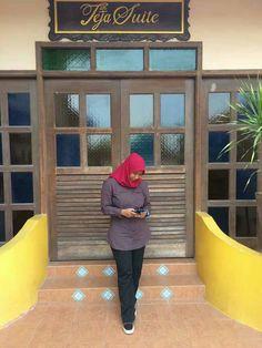 hijab syari #wanitahijabis Muslim Fashion, Hijab Fashion, Hijab Tutorial, Hijab Outfit, Style, Swag, Hijabs, Hijabs, Moslem Fashion