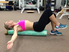 "A Killer Core Stabilization Exercise. ""Most people have an imbalance in strength and stability between their right and left sides."" This exercise is perfect for both runners and cyclists. need a longer foam roller Senior Fitness, Fitness Tips, Fitness Motivation, Health Fitness, Roller Workout, Foam Roller Exercises, Ju Jitsu, Poses, Physical Therapy"