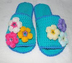 Какая красота – в таких шлёпках ножкам будет тепло и комфортно – Полезные советы хозяйкам Crochet Slippers, Crochet Fashion, Lana, Arts And Crafts, Knitting, Shoes, Style, Diet, Image