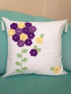 Crochet Eyes, Crochet Bunny, Crochet Home, Crochet Crafts, Crochet Flowers, Crochet Projects, Cushion Embroidery, Hand Embroidery Flowers, Hand Embroidery Designs