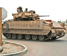 Army Recognition :: View topic - US army military armoured equipment pictures Bradley Fighting Vehicle, Armored Fighting Vehicle, Army Vehicles, Armored Vehicles, Bradley Ifv, Armoured Personnel Carrier, Tank Armor, Army Infantry, Military Modelling